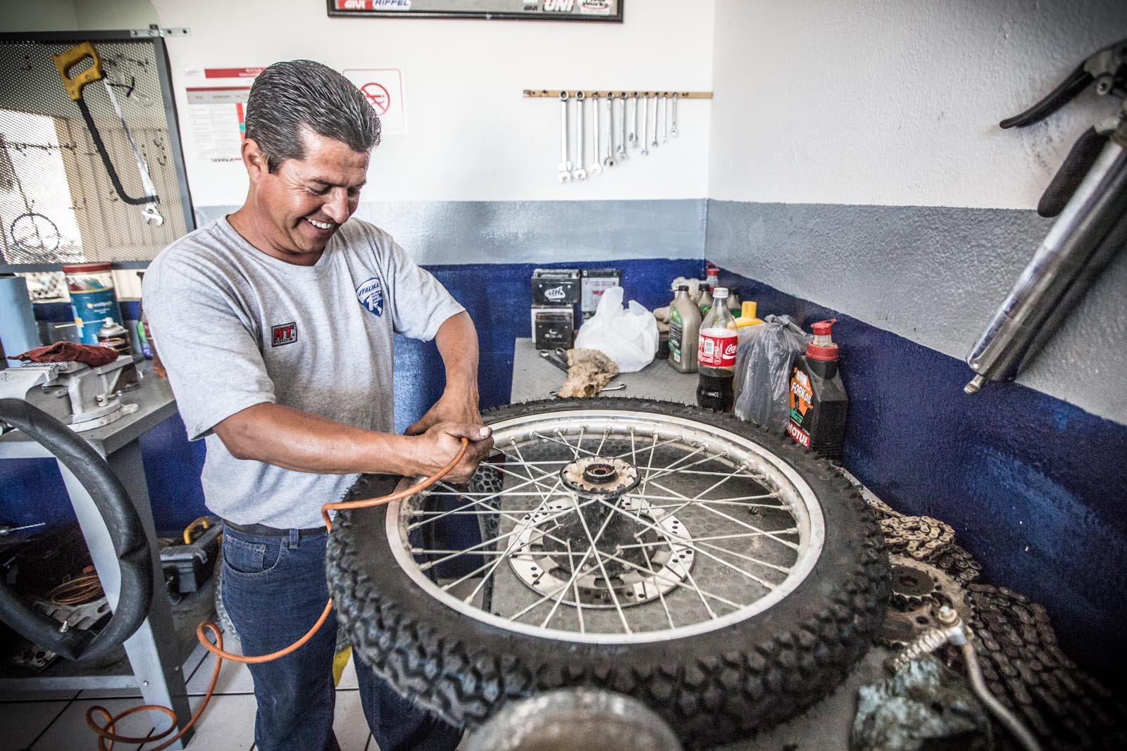 Andrew was not afraid to use Google translator on this guy just to be sure we had a heavy-duty tube inside this new tire was muy importante.