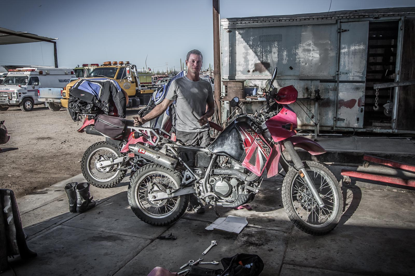 Poor little Pinky, never had a chance. After leaving the seaside village of Bahia de Los Angeles, she chugged along until she chugged no more. Conveniently, it happened right outside of a towing garage where they let us use some shade to take a closer look at the problem.