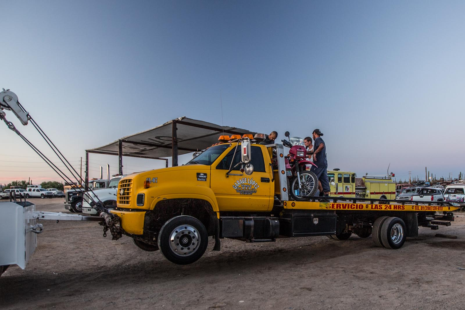 This is a tow truck, towing a tow truck, which is now towing our bikes as well. Somehow, the guys at the garage just happened to be driving down to La Paz at 4 am the next day. Take us please!