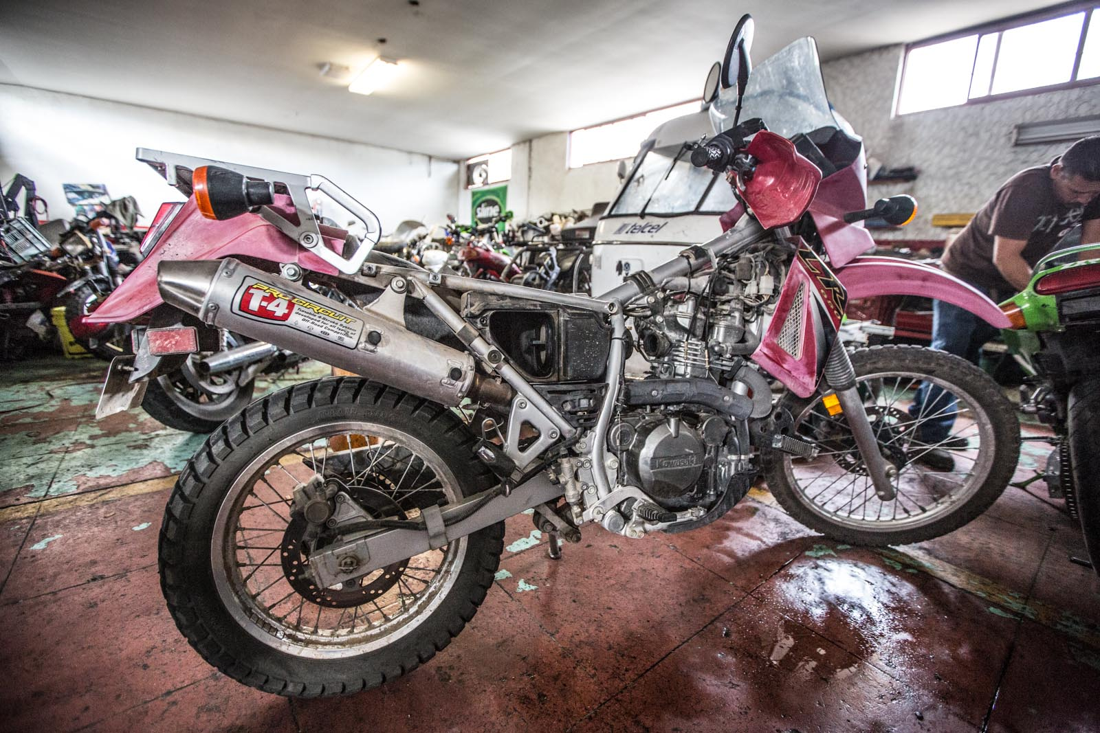 In the Moto Baja shop in La Paz, it was determined that the carb work we had done in Ensenada was only a temporary fix. Pinky needs a new carburetor.